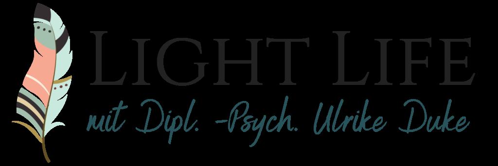 cropped-cropped-Light-Life-mit-Diplom-Psychologin-Ulrike-Duke-Logo-Lebe-lieber-leicht-Psychologe-Psychologie-Coaching-Mosbach-Odenwald-1-edited-1024x372-1.png